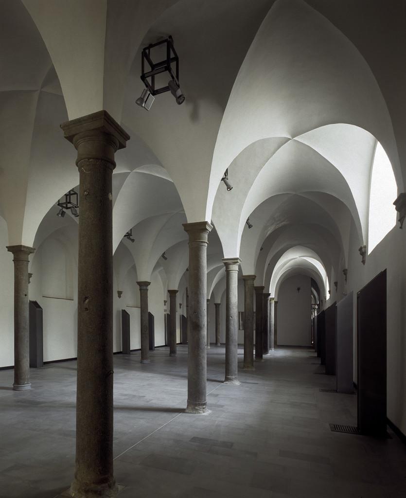 stalle delle scuderie medicee - Poggio a caiano  Toscana - ( F. Purini: F.Barbagli:P.Baroni )