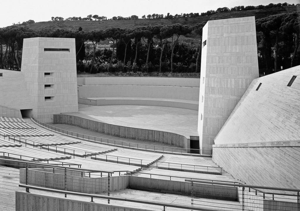 Mostra d'Oltremare  Arena Flegrea. 1940 progetto di Giulio De Luca 1990 ristrutturazione di Giulio De Luca Padiglione